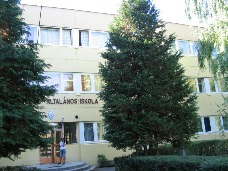 Az iskola főbejárata